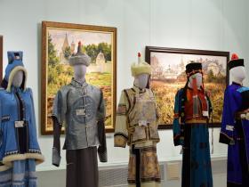 Якутский, тувинский, бурятские костюмы