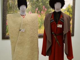 Кавказская бурка и черкесский костюм