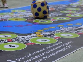 Наше огромное игровое поле для состязаний в эрудиции и смекалке!