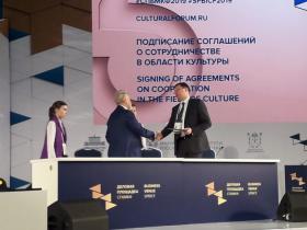 Подписание соглашения об открытии Культурно-выставочного центра Русского музея в художественной галерее