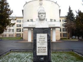 Тугаринова С. Г. - бюст Василию Петровичу Мосолову