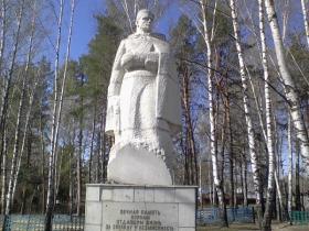 В. М. Козьмин - Памятник Раненому войну в с. Кожла-Сола, Звениговский район РМЭ (фото из открытых источников))